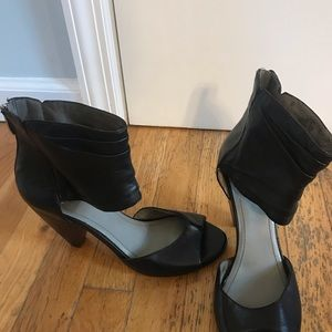 New Vince Camuto peep toe size 8